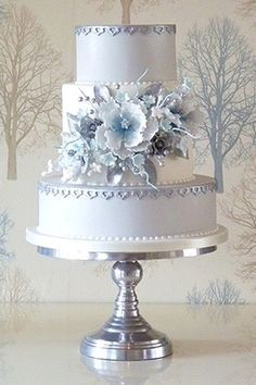 Wedding Cakes : Results of the last masterclass until later this year. Elegant Wedding Cakes, Beautiful Wedding Cakes, Gorgeous Cakes, Wedding Cake Designs, Pretty Cakes, Elegant Cakes, Amazing Cakes, Super Torte, Cupcakes Decorados