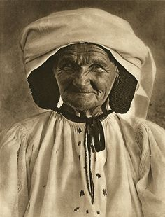 Romania - old photos - by Kurt Hielscher Vintage Photographs, Vintage Photos, History Of Romania, Romania People, Transylvania Romania, Old Faces, Culture Club, Folk Fashion, Folk Costume
