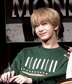 Hyungwon laughing gif tumblr_inline_o20xf5Ma0c1t6zw3z_500.gif (268×315)
