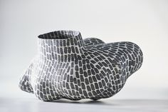 Inexpensive, elegant and versatile, pottery is a worthwhile addition to your home, and you should definitely consider getting some for your interior design project. Pottery is used to decorate diff… Glass Ceramic, Ceramic Clay, Porcelain Ceramics, Ceramic Pottery, Pottery Art, Ceramic Painting, Arte Popular, Sculptures Céramiques, Clay Vase