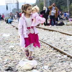 Storie di piccole migranti siriane: #LeIene e le giovanissime profughe di Idomeni Shafak e Maya