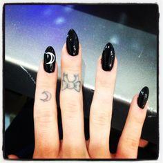 black almond shaped nail with moon nail art #mynails