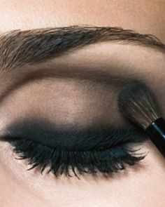 Curl your eye lashes and apply plenty of mascara on. Choose the intense black shade and you will look dazzling.