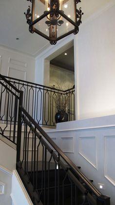 love this railing Staircase Handrail, Iron Stair Railing, Steel Railing, Metal Stairs, Balcony Railing, Modern Stairs, Iron Spindles, Railing Design, Staircase Design