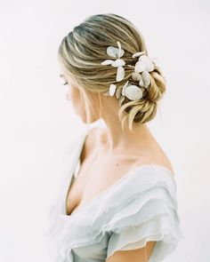 Step aside, eucalyptus! These 5 floral trends are making some headway! Bridal Hair And Makeup, Bride Makeup, Bridal Beauty, Hair Makeup, Boho Wedding Hair, Wedding Updo, Wedding Tips, Wedding Styles, Wedding Photos