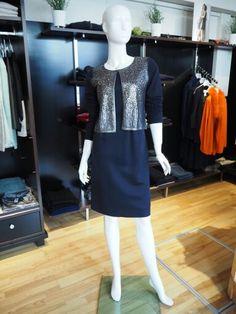 Kleid, Kurze-Strickjacke im Vorderteil mit Pailletten von Luisa Cerano #luisacerano #outfit #itsfashion Dresses For Work, Outfits, Fashion, Cropped Cardigan, Sequins, Fall Winter, Jackets, Breien, Gowns