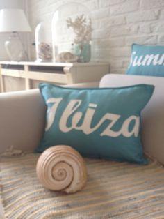 Met dit Ibiza kussen haal je de zomer in huis. incl vulling per stuk 12,50  verkrijgbaar via www.philomenelensveld.blogspot.nl of facebook