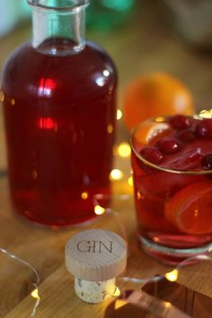 This Christmas try this wonderfully festive and delicious cranberry and orange infused gin recipe, that also makes a lovely homemade gift for gin lovers. Rum Cocktail Recipes, Vodka Recipes, Drinks Alcohol Recipes, Alcoholic Drinks, Cocktails, Beverages, Cocktail Drinks, Drink Recipes, Flavored Alcohol