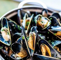 Mussels in white wine sauce, crusty bread, skinny chips & a pint of lager! Great Recipes, Favorite Recipes, Chef Work, Seasonal Food, Love Eat, Dinner Is Served, Mussels, Fish And Seafood, Lunches And Dinners