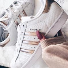 shoes white shoes amazing adidas adidas superstars gold adidas cute girly teenagers pretty white swag adidas superstar with rose gold lines