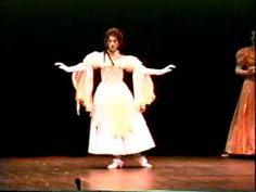 ▶ Baroque Dance: Folies d'Espagne plus Sarabande variations - YouTube. Princess Juana danced La Espagnole before the king and queen of France in a politically dramatic moment in 1501.