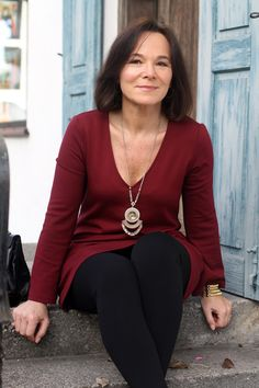 Lady of Style: Casual chic weekend look in a burgundy tunic