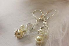 925 Silber Brisuren und Draht, halten eine Anhäufung von Swarovskiperlen und Kristallen.    Dieses Ohrringe kommt schön verpackt in einem Organzasäckc