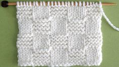 Today's Raspberry Knit Stitch Pattern creates really pretty bobbles with a simple repeat. This pattern is also known as the Trinity Stitch and Astrakhan Stitch. Step-by-Step Knitting Instructions, complete with free video tutorial by Studio Knit! Beginner Knitting Patterns, Knitting Stiches, Knitting Charts, Free Knitting, Linen Stitch, Purl Stitch, Herringbone Stitch Tutorial, Stitch Patterns, Crochet Patterns