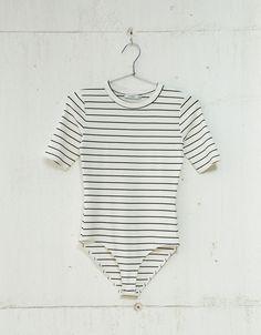 Body rib manga corta. Descubre ésta y muchas otras prendas en Bershka con nuevos productos cada semana