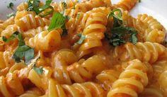 Fusilli all'isolana: ricetta con pesto piccante di pomodoro, noci e mandorle