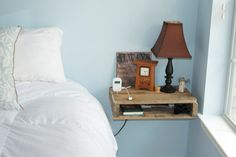 Mesita de noche con madera de Pallet regenerado / Bedside table with reclaimed wood Pallet