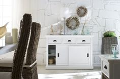 Rustic White Sideboard With Sliding Doors Shabby Chic Moderne, Modern Shabby Chic, Shabby Chic Living Room, Shabby Chic Homes, White Buffet, White Sideboard, Buffet Set, Bar Furniture, Shabby Chic Furniture