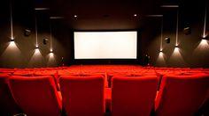 cap. 14: <<¡Pero ahí enfrente hay un cine, y está abandonado, cerró hace…