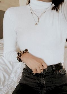 brandy melville turtleneck, topshop straight jeans, cotton on cheetah scrunchie~ Source by schmsophmaph melville outfits for school Grunge Style Outfits, Mode Outfits, Fashion Outfits, Womens Fashion, Fashion Trends, Trendy Outfits, Jeans Fashion, Fashion Ideas, Mode Grunge