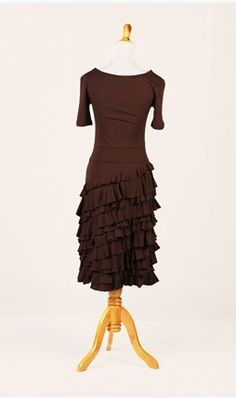 Loving the simplicity with ruffles on this dress