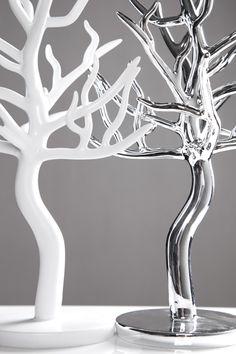 Perfekt designte Schmuckbäume für die liebsten Sachen der Frau ;)  Bei Riess Ambiente im Shop