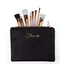 Original Flow Makeup Pinsel Set 8 Teile nude Gold inkl. Etui. Qualität Makeup Tools von FLOW. Hier ohne Versandkosten kaufen. Make Up, Gold, Bags, Brushes, Handbags, Taschen, Beauty Makeup, Purse, Makeup