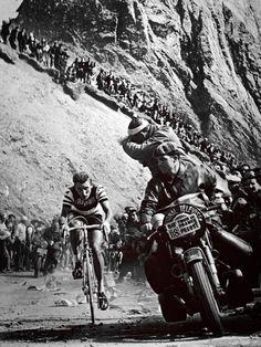 Jaques Anquetil corona el Tourmalet (02/07/63) Tour de France - faltam 2 semanas pra encarar esta escalada...