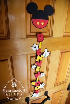 Welcome sign for a Mickey and Minnie Mouse Party by http://carameloparty.blogspot.com/#amelo Party