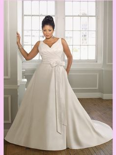 Plus size bride, love the bust pleating