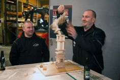Så åbner vi konceptet med at bygge et trætårn.