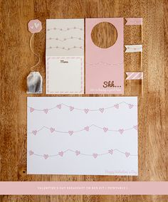 Imprimible para desayuno romántico >> Valentines Day Printable Breakfast Kit by Design is Yay!