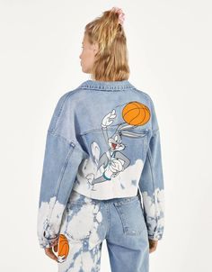 Space Jam x Bershka denim jacket. Discover this and many more items in Bershka with new products every week Custom Clothes, Diy Clothes, Bershka Collection, Cool Outfits, Fashion Outfits, Painted Clothes, Denim Outfit, Aesthetic Clothes, Ideias Fashion
