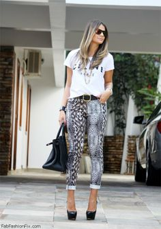 Printed pants for spring style
