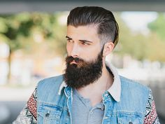 """Guys Are Now Spending Thousands On Beard Transplants To Get a """"Manlier"""" Face 