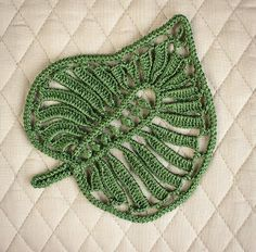 Irish Crochet Lab is a detailed online course of how to make Irish Crochet Lace. Pattern Leaf, Crochet Leaf Patterns, Crochet Leaves, Doily Patterns, Crochet Flowers, Freeform Crochet, Thread Crochet, Crochet Stitches, Knit Crochet