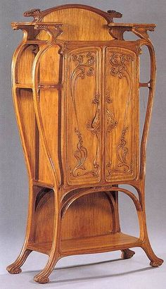 Eugène Gaillard (1862-1933)  - Armoire. Carved Wood. Circa 1901-1902.
