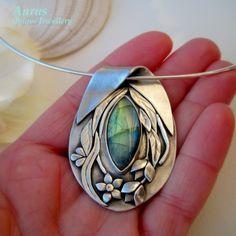 "Pendant | GalieriaAURUS. ""Anais III"". Fine silver metal clay with labradorite. Love that bail."