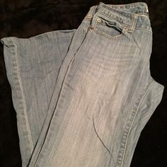 "Gap jeans Gap curvy flare jeans. In used but good condition. Have been hemmed to a 27""inseam. Item# 127 GAP Jeans Flare & Wide Leg"
