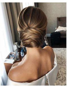 Elegant Hairstyles, Loose Hairstyles, Bride Hairstyles, Hairstyles With Gowns, Classic Hairstyles, Low Bun Wedding Hair, Wedding Hair And Makeup, Sleek Wedding Updo, Classic Wedding Hair