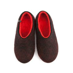 64cf501a1afa0 Women s festive felted wool slippers   DUAL BLACK red by Wooppers woolen  slippers  gift for Christmas by Wooppers on Etsy