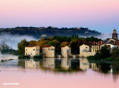 # 5 Zamora's Mills by the River Duero banks in a foggy morning in autumn earlier than sun rises  por 4ullas