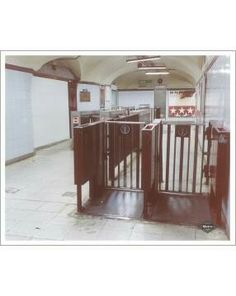 Madrid, Metro Subway, Buses, Architecture, Metro Station, Antique Photos, Arquitetura, Busses, Architecture Design
