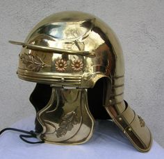 Roman helmet is a legionary of the late republic / early empire. Great design ahead of his time. Ancient Rome, Ancient History, Roman Helmet, Roman Armor, Helmet Armor, Roman Legion, Roman Soldiers, Roman History, Armor Of God