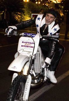 Robbie Knievel, in yet another stunt, staged a New Year's Eve attempt at jumping over the Volcano at the Mirage Hotel and Casino in Las. Robbie Knievel, Evil Kenevil, Jumping Gif, Daredevil, Stunts, Volcano, Dirt Bikes, Man Stuff, Men