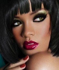 Rhianna green smokey eye