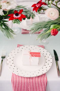 Photography: Brklyn View Photography - www.brklynview.com Read More on SMP: http://www.stylemepretty.com/2014/06/12/bridal-shower-inspiration-with-a-fresh-pop-of-color/