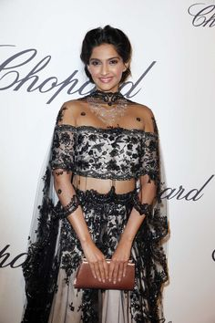 Sonam Kapoor paired her midriff-baring black gown with a beautiful diamond necklace from Chopard at the 2013 Cannes Film Festival.