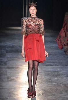 Lino Villaventura trouxe todas as modelos de coroa e com roupas que remetiam a um look de princesa