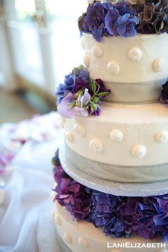 antique purple hydrangea and sweet peas on the wedding cake